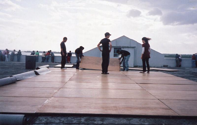 Preparing for rooftop performance, Porto Alegre, Brasil, December 2006 | photo: Nancy Stark Smith