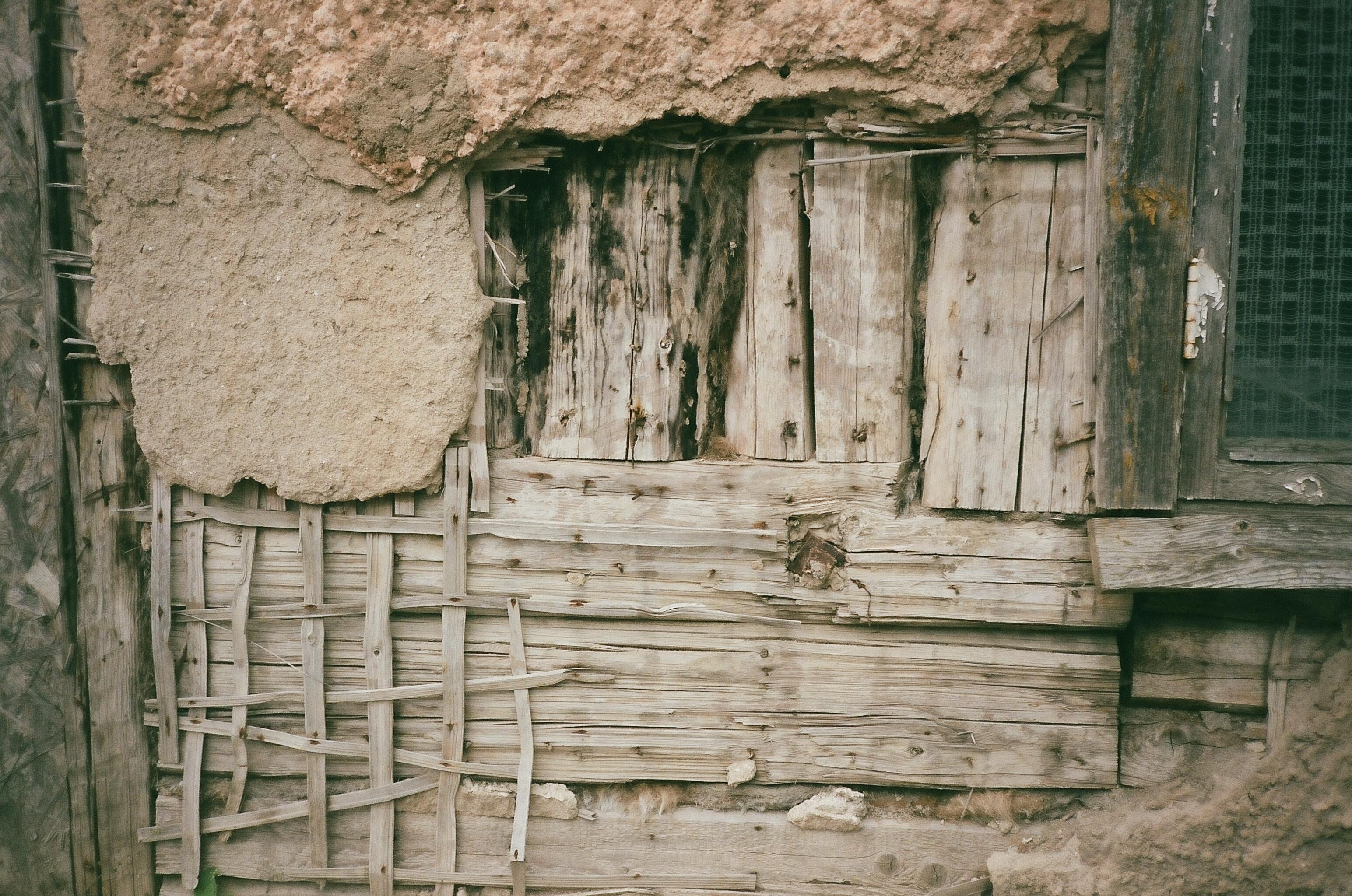 Under the surface of an old Estonian house Viljandi, Estonia, June 2017 | photo © NSS